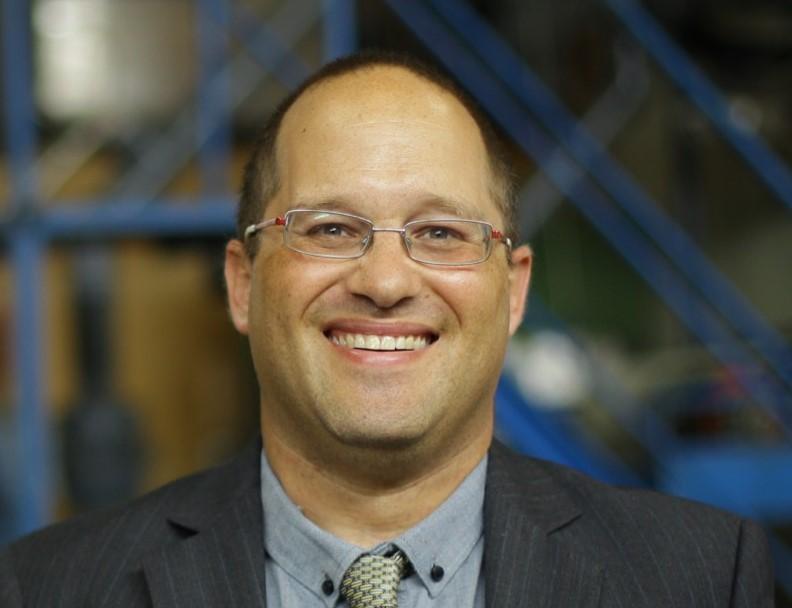 """אורי (ד""""ר להנדסה כימית, חוקר בחברת סטארט אפ)"""